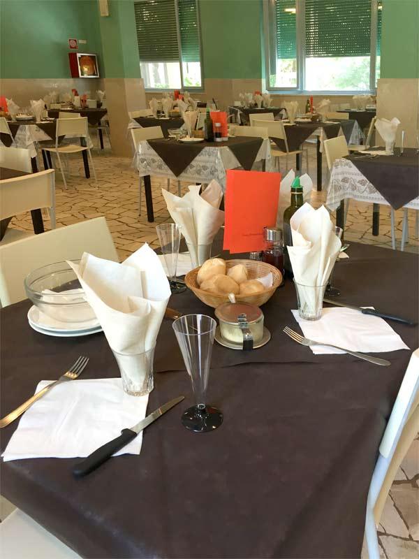 Casa vacanze con sala da pranzo accessibile ai disabili - Tavole da pranzo ...